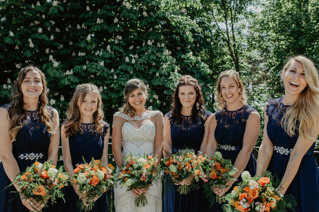 How to have pain free and beautiful group photos: Helpful Blog Post - Holly Cade - Alternative Documentary Wedding & Portrait Photographer. Available to shoot on the Isle of Wight, Portsmouth, Southampton, Hampshire, the South Coast of England, throughout the UK and Worldwide.