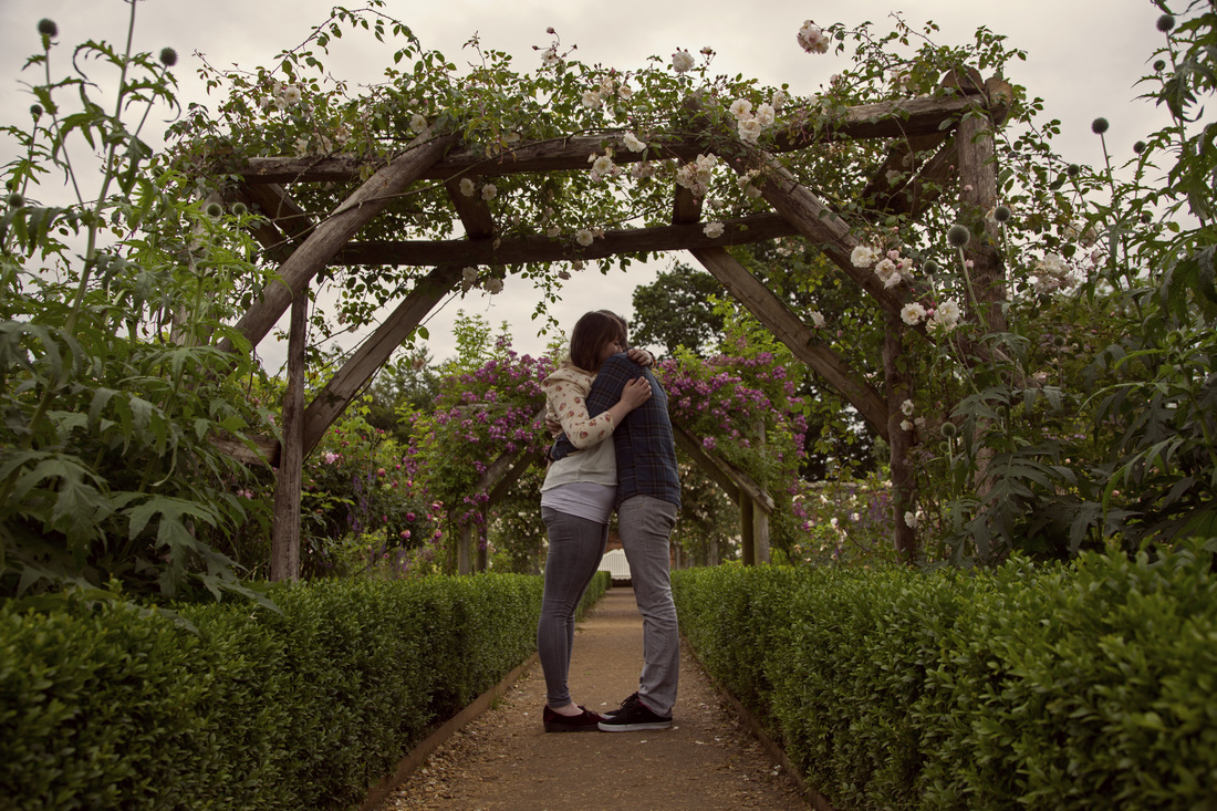 Engagement shoot at Mottisfont Abbey - Holly Cade Photography